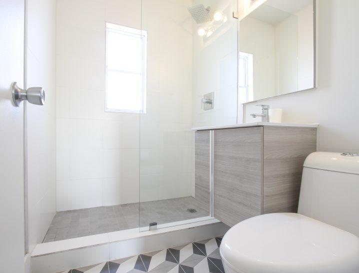 Happy-building-bathroom